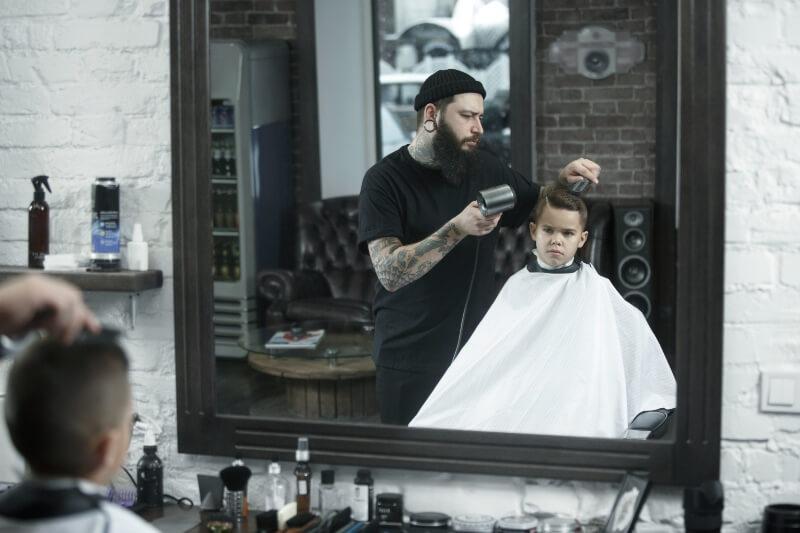 empreendedor abrindo uma barbearia 1 1