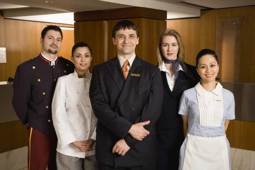 como se tornar um bom funcionário em um hotel