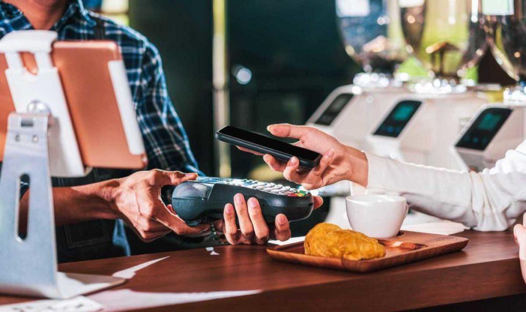 Pessoas usam cada vez mais o pix encentivadas pelos bancos