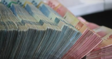 imagem mostra muitas cédulas de dinheiro