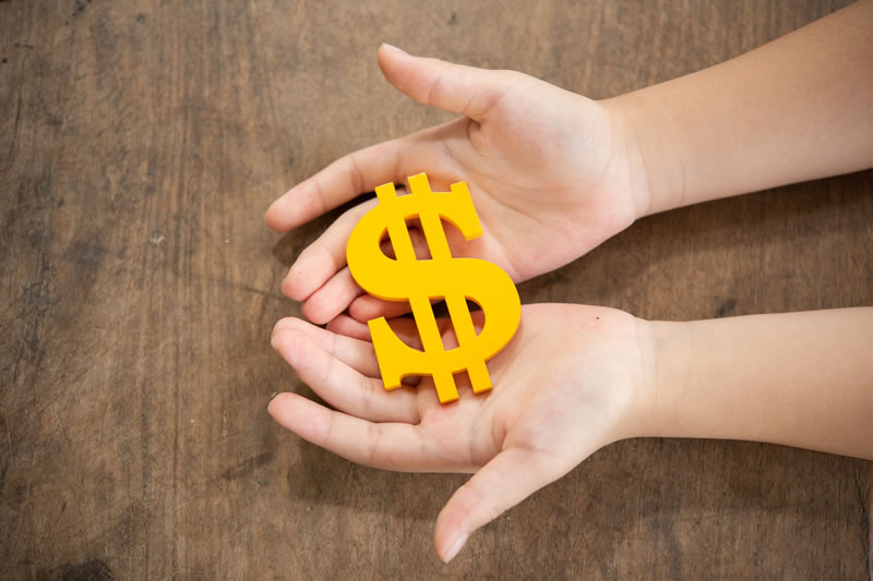 Diferença entre economizar e investir